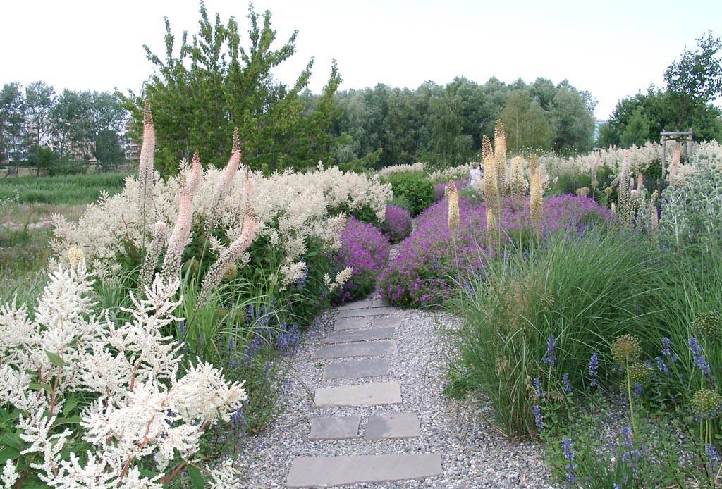 Gartenzauber auf wegen durch den garten wandeln - Garten strukturieren ...