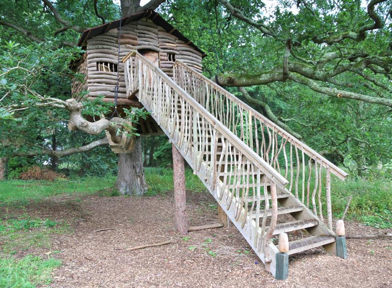 Ein Heim In Luftiger Höhe - Gartenzauber Wendeltreppe Um Einen Baum Baumahus