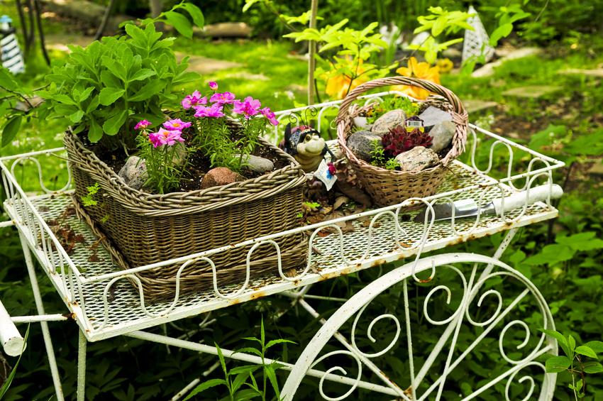 Zauberhafter schattengarten gartenzauber for Carreta de madera para jardin