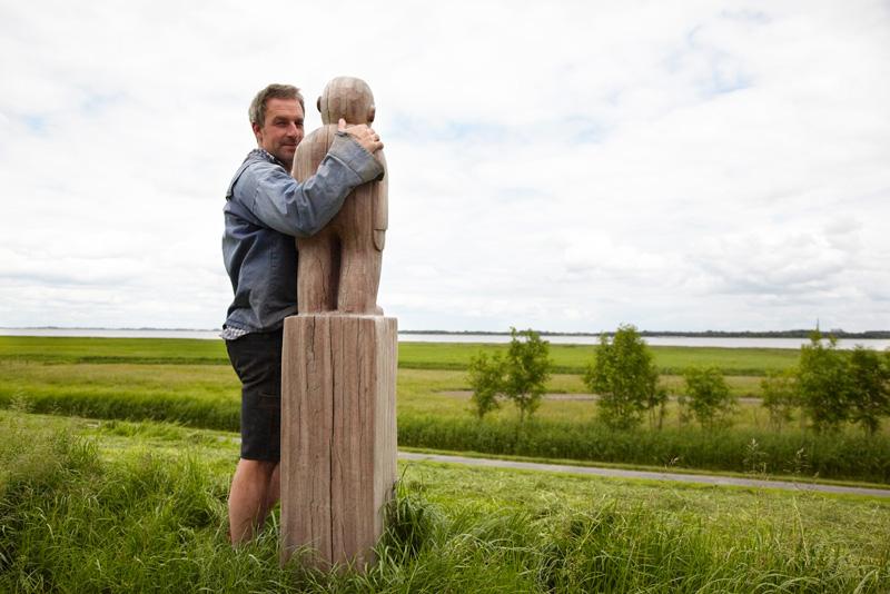 Vom Deich schaut man über die Elbe. Bei diesem Anblick überkommt Jonas schon mal das Fernweh.