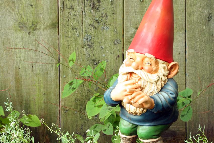 Gartenzwerge rote m tzen viel dahinter gartenzauber for La storia dei nani da giardino