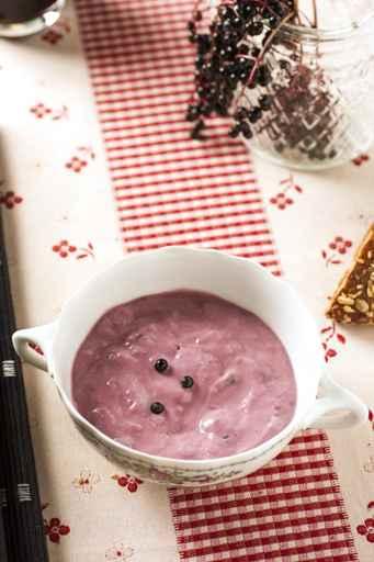 Joghurt mit Holunder