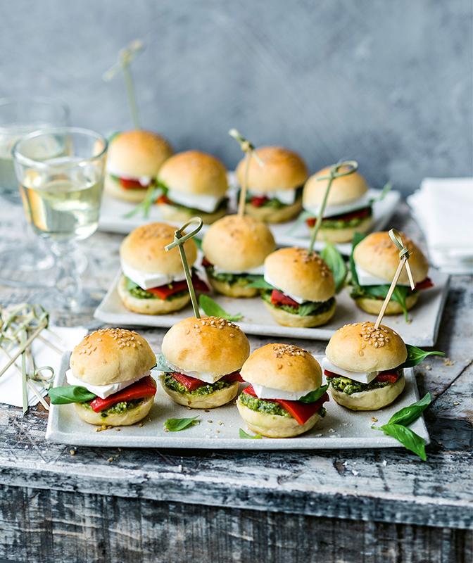 Mini-Burger mit Feta und Pesto1